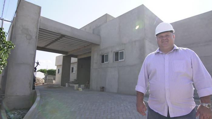 Prefeito André Gomes visita obras da nova UBS e alegra-se com ritmo da construção