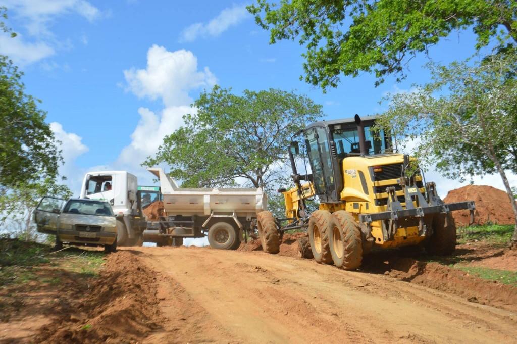 Prefeitura intensifica recuperação de pontos críticos nas estradas em Boa Vista