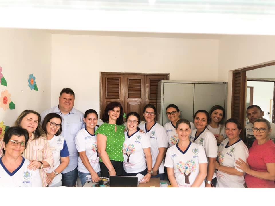 Prefeito André Gomes, nomeia a professora Berlita Macedo, para o cargo de Secretária de Educação